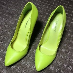 Neon high heeled yellow pump